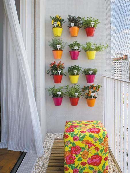 Essa horta foi instalada na sacada de um apartamento, ou seja, espaço não é desculpa! casaeconstrucao.org