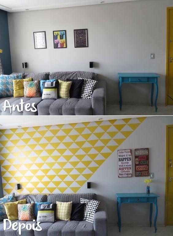 Esse antes e depois é da sala da blogueira Ana Medeiros, e foi ela mesma quem fez apenas com papel contact e muita criatividade, dando um up no ambiente. acasaqueaminhavoqueria.com